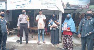 Bhabinkamtibmas Kelurahan Pabundukang Kawal Distribusi BPNT,189 KK