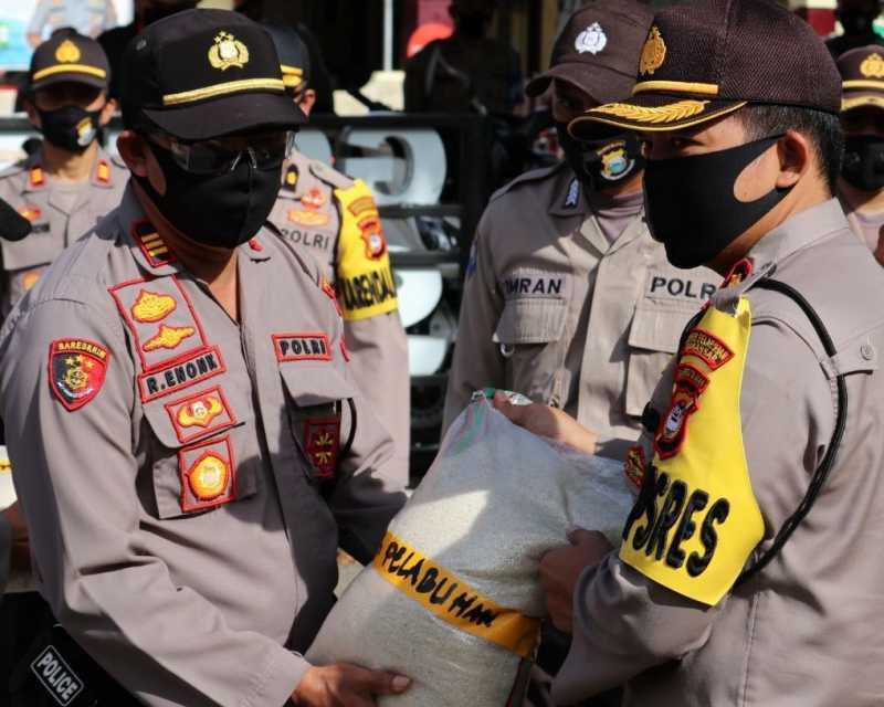 Polres Pelabuhan Makassar Salurkan Bantuan Beras dari Mabes Polri