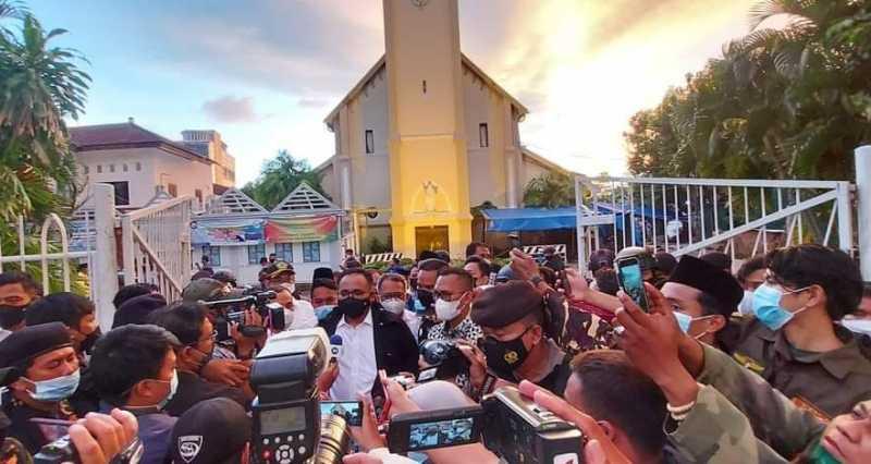Kunjungi Gereja Katedral Makassar, Menag Yaqut: Kita Lawan Teror