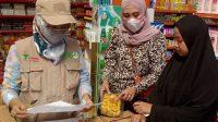Didampingi Camat, Tim Lakukan Pengawasan Obat dan Makanan di Tomoni