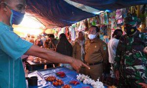 Hari Pertama Ramadan, Wabup Sidrap Mahmud Yusuf Pantau Harga Bahan Pokok di Pasar Rappang