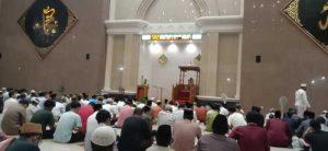 Kasat Binmas Polres Bantaeng beri Himbauan Kepada Jama'ah Tarwih Mesjid Agung.