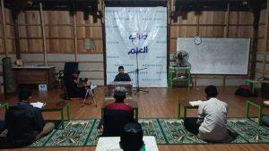 IKA '82 SMPN 10 Makassar Berbagi Takjil