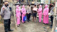 Kapolsek dan Bhayangkari Polsek Bissappu Bantu Pangan ke Korban Kebakaran