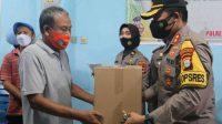Ringankan Beban Sopir Antar Kota, Kapolres Pelabuhan Bagikan Paket Sembako