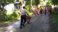 Sinergitas TNI -- Polri Bersama Masyarakat Perbaiki Jalanan