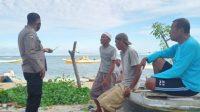 Tekan Penyebaran Covid-19, Bhabinkamtibmas Pulau Kodingareng Imbau Warga Terapkan Protkes