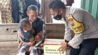 Kapolres Bantaeng Serahkan 100 Paket Bansos ke Warga Terdampak PPKM Mikro