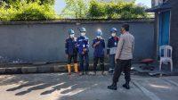 Sambangi Buruh Depo Pertamina, Binmas Polsek Soeta Ajak Patuhi Protkes