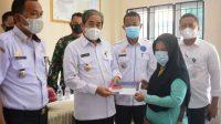 Dollah Mando Pantau Penyaluran Kartu Keluarga Sejahtera Tiga Kecamatan