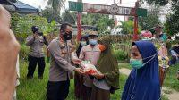 Kapolres Takalar Serahkan Bantuan Sembako kepada Warga Terdampak PPKM