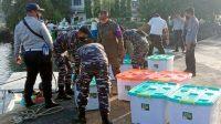 TNI AL di Makassar Laksanakan Waspam Pergeseran Pasien dan Logistik Isolasi Apung Covid-19 KM Umsini