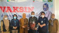 Aliyah Mustika Bersama Kemenkes Gelar Vaksinasi Massal di RS Mata Makassar