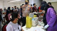 Polres Pelabuhan Makassar Gelar Vaksinasi di Pasar Butung