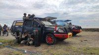 Den AA 45 Brimob Bone Bubarkan Massa di Kampung Nelayan Bajoe