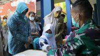Persiapan Pembelajaran Tatap Muka, Ketua TP PKK Kota Makassar Tinjau Pelaksanaan Vaksinasi
