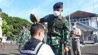 Mandi Kembang Warnai Kenaikan Pangkat 30 Personel Mako Lantamal VI