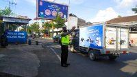 Urai Kemacetan, Satlantas Polres Pelabuhan Makassar Lakukan Pengaturan Lalin